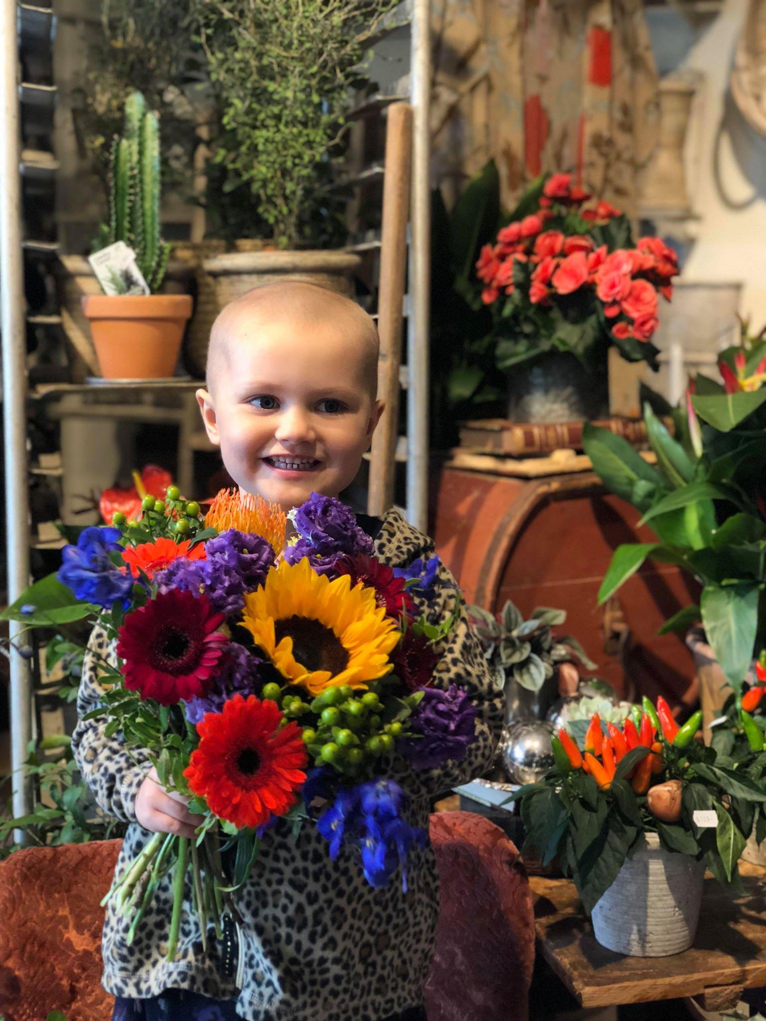 Cancersjukt barn saljer sina leksaker