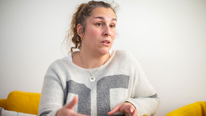 Arbetsterapeut Elena Danielsson som hjälper Oskar